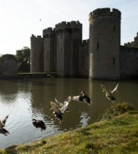 Bodiam Castle, http://www.nationaltrustimages.org.uk - Upitravel