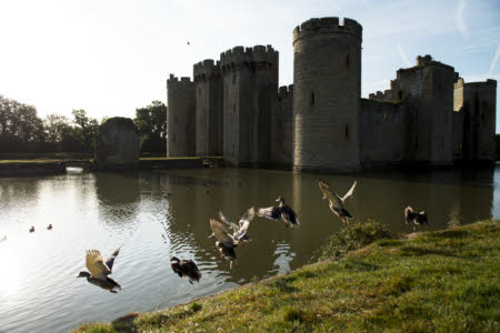 Bodiam Castle, http://www.nationaltrustimages.org.uk – Upitravel