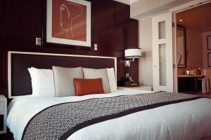 hotel-room-1447201_640-300×200